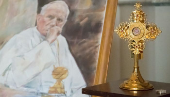 Thieves steal a vial containing Pope John Paul II's BLOOD from a church in Italy