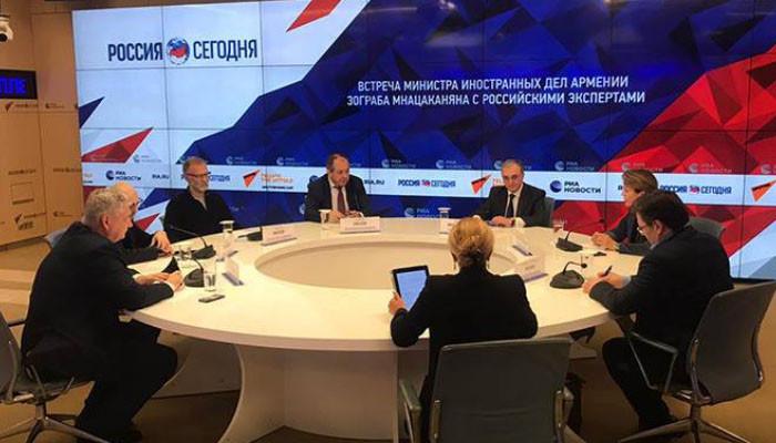 Глава МИД Армении провел закрытое обсуждение-встречу с российскими экспертами и политологами