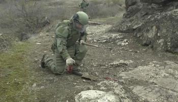 Российские миротворцы приступили к разминированию окраины Степанакерта