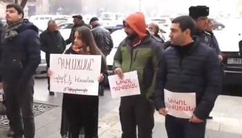 """Картинки по запросу """"«Կանչ ա գրանցվել. բժիշկները եկել են իրենց գժի հետևից». ակցիայի մասնակից (տեսանյութ)"""""""