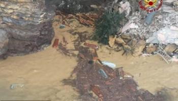 В Италии около двухсот гробов оказались в воде