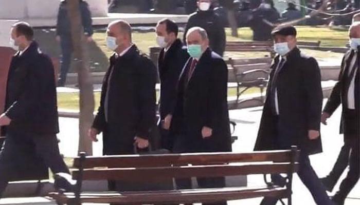 «Նիկոլ, դավաճան» վանկարկումների ներքո վարչապետը մտավ մասնաշենք