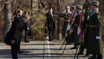 Никол Пашинян почтил память жертв резни в Сумгаите