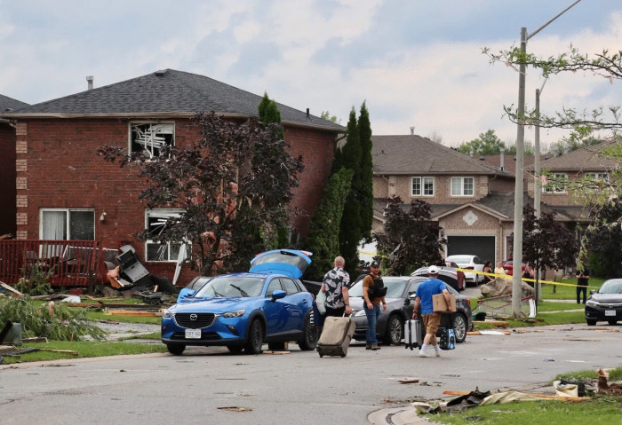 8 people injured after tornado hits Canadian city